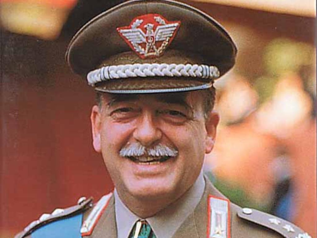 Il Generale Carlo Alberto Dalla Chiesa - foto d'archivio