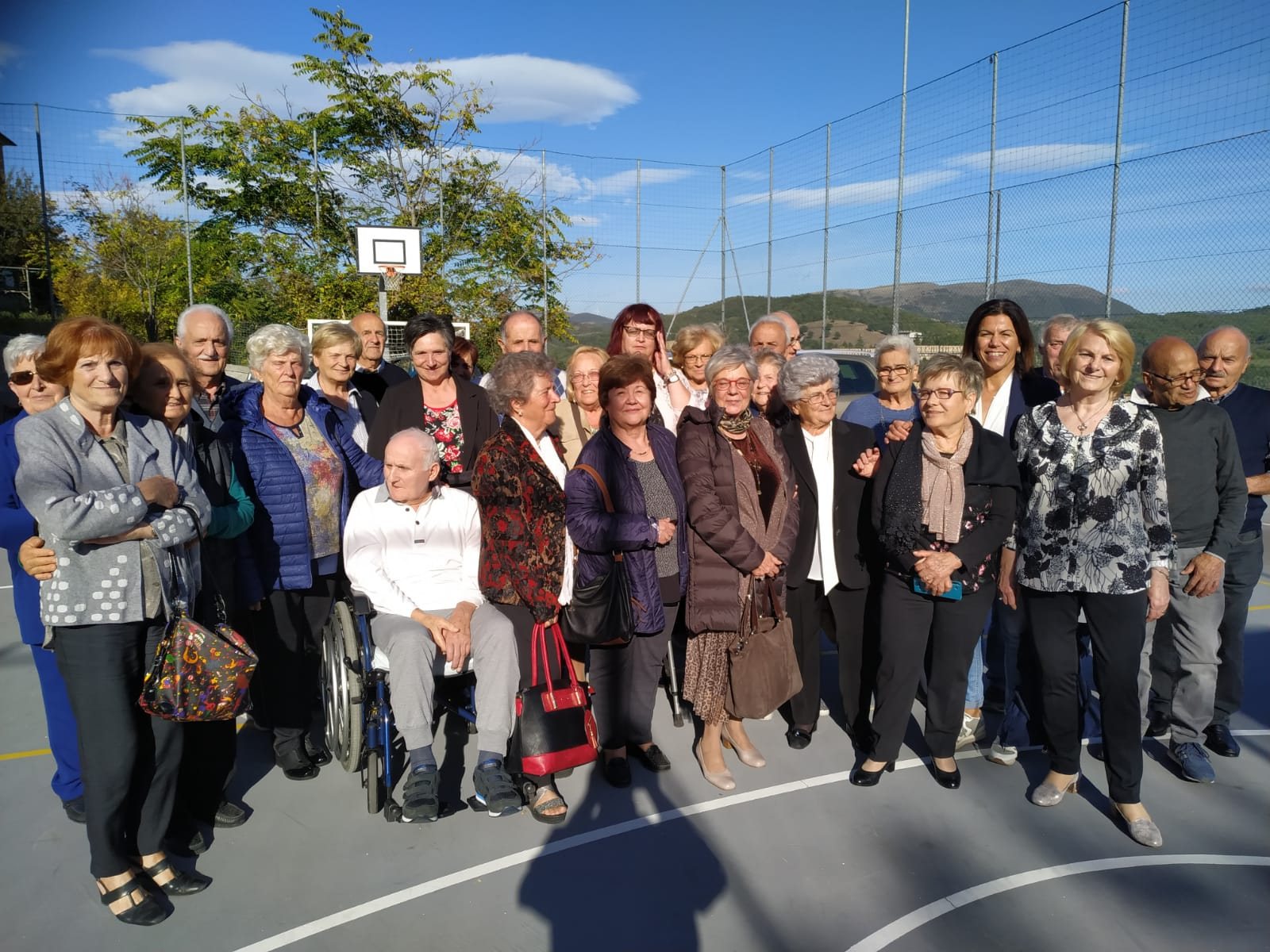 Foto di gruppo del pranzo sociale al centro anziani TIBURZIO VERGELLI