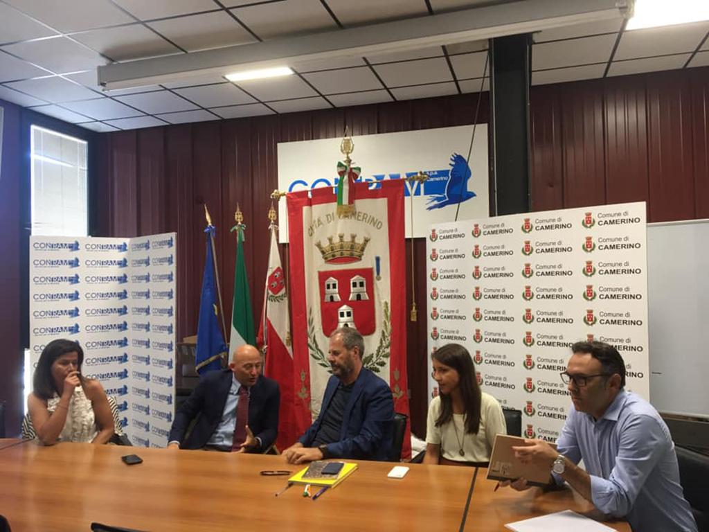 Il sindaco Sandro Sborgia con l'architetto Mario Cucinella