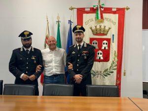 Il sindaco Sborgia con il capitano Cara e il nuovo capitano Faraca
