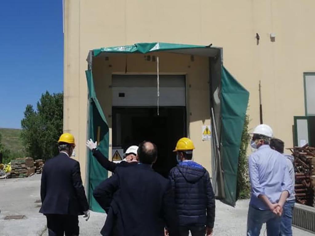 Il sindaco Sborgia con il commissario Legnini in visita al cantiere del mattatoio lo scorso maggio