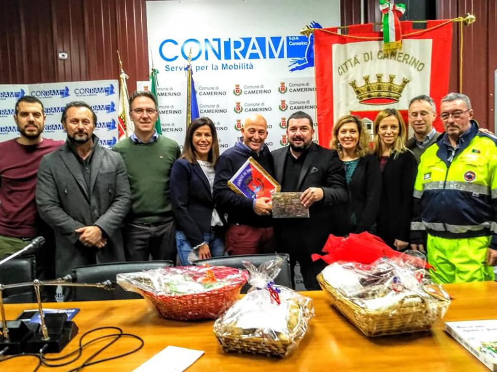 Una delegazione del Comune di Agna col sindaco Sandraìo Sborgia, la vice sindaco Lucia Jajani, l'assessore Stefano Sfascia, i conglieri Marassi e Pennesi