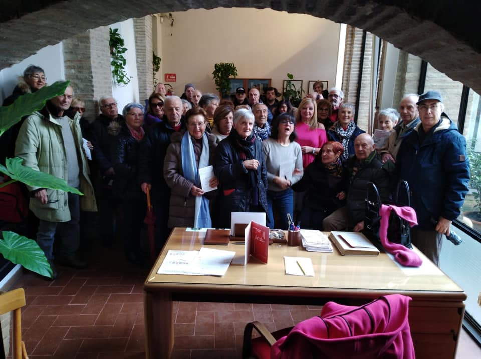Visitatori da Ancona alla mostra Il Cuore dell'Europa nella sezione dell'Archivio di Stato di Camerino